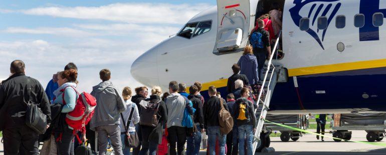 Allgäu Airport D Vorfeld Anstehen Passagiere Flugzeug 4