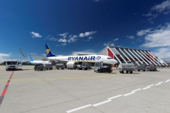 Apron 1 with Ryanair and Pobeda